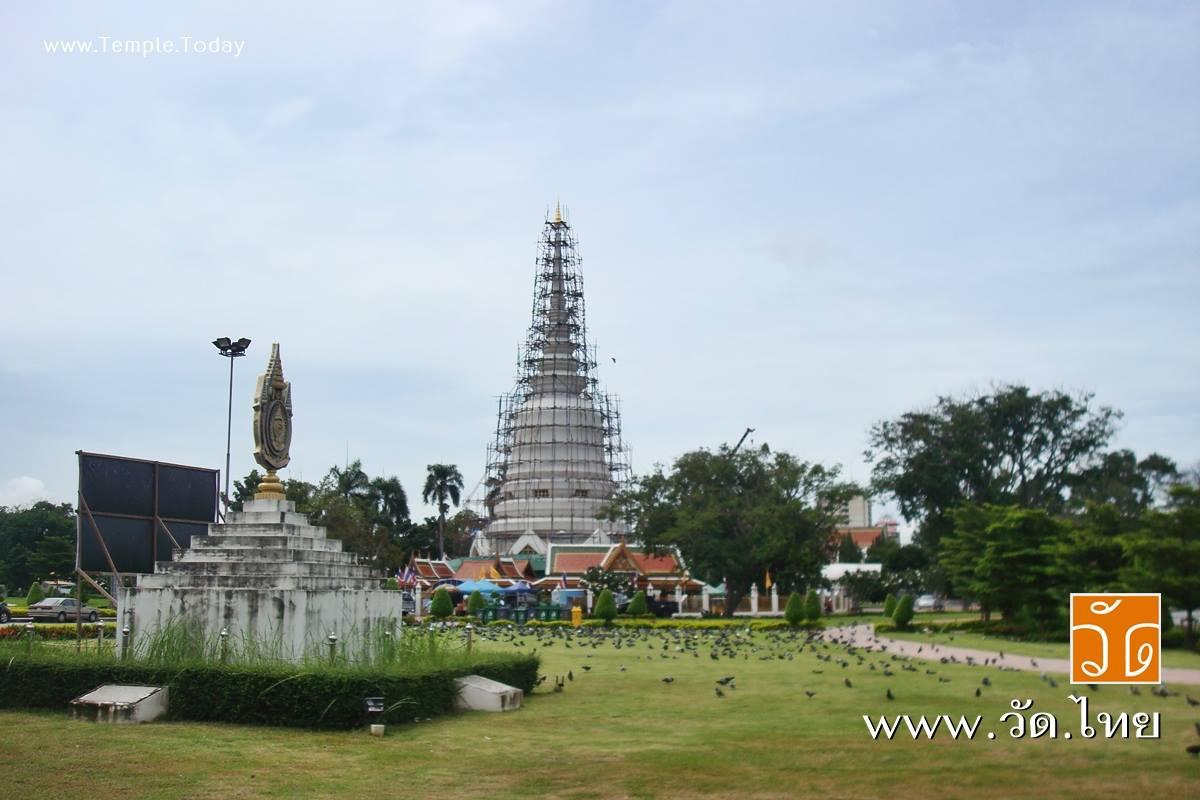 """วัดพระศรีมหาธาตุวรมหาวิหาร (Wat Phra Si Mahathat) """"วัดประชาธิปไตย"""" แขวงอนุสาวรีย์ เขตบางเขน กรุงเทพมหานคร 10220"""