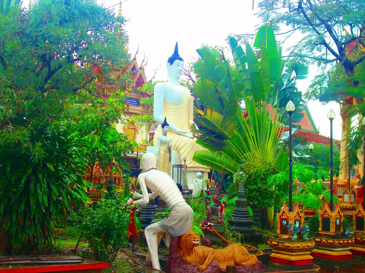 วัดบำรุงรื่น (Wat Bumrung Ruen) (วัดร่มเกล้า) 50 หมู่ 3 ร่มเกล้า แขวงคลองสามประเวศ เขตลาดกระบัง กรุงเทพมหานคร 10520