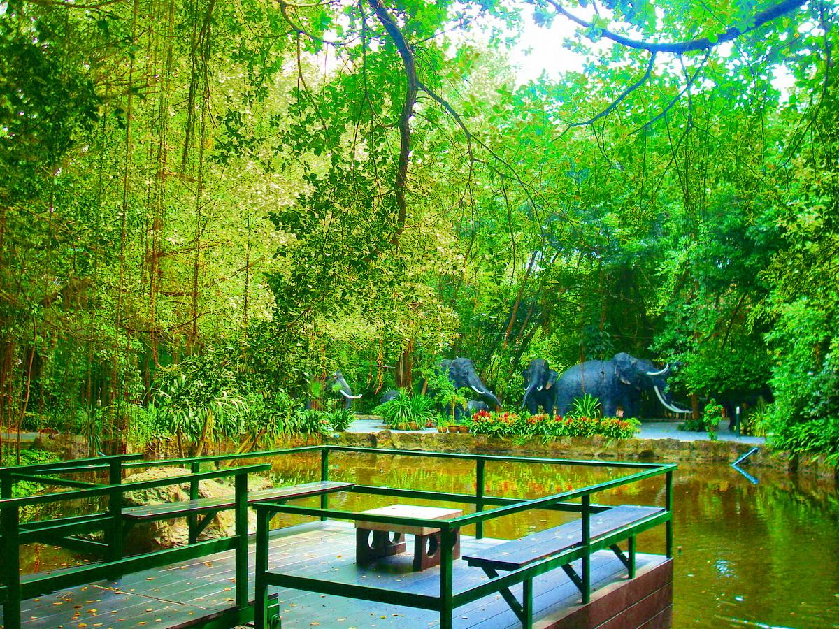 วัดคุณแม่จันทร์ (Wat Khunmae Chan) 910 ถนน มอเตอร์เวย์ แขวงประเวศ เขตประเวศ กรุงเทพมหานคร 10250