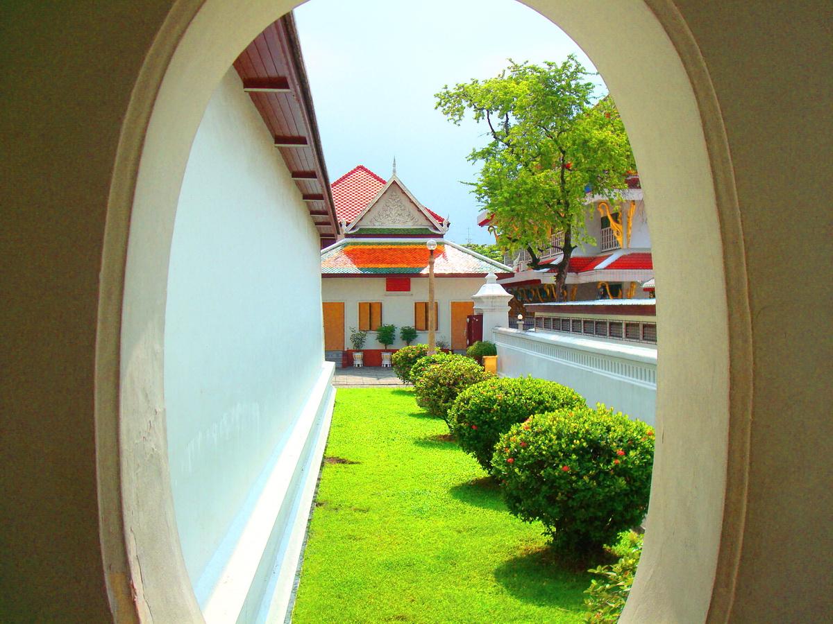 วัดโสมนัสราชวรวิหาร (Wat Somanas Rajavaravihara) ตั้งอยู่เลขที่ 646 ถนนกรุงเกษม แขวงโสมนัส เขตป้อมปราบศัตรูพ่าย กรุงเทพมหานคร 10100