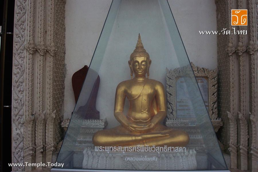วัดบางแคน้อย (Wat Bang Khae Noi) ตั้งอยู่ริมแม่น้ำแม่กลอง ตำบลแควอ้อม อำเภออัมพวา จังหวัดสมุทรสงคราม 75110