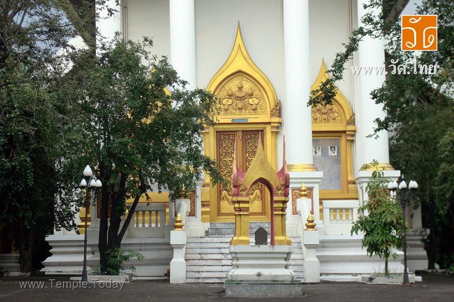 วัดกลางอ่างแก้ว (Wat Klang Angkaeo) ตั้งอยู่เลขที่ 13 บ้านท่าจีน ถนนพระราม2 หมุ่ที่ 6 ตำบลท่าจีน อำเภอเมืองสมุทรสาคร จังหวัดสมุทรสาคร 74000