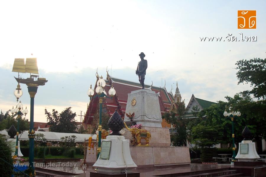 วัดสุทธิวาตวราราม (Wat Sutthi Wata Wararam) (วัดช่องลม) พระอารามหลวง ตั้งอยู่ตรงปากอ่าวสมุทรสาคร ตําบลท่าฉลอม อําเภอเมืองสมุทรสาคร จังหวัดสมุทรสาคร 74000