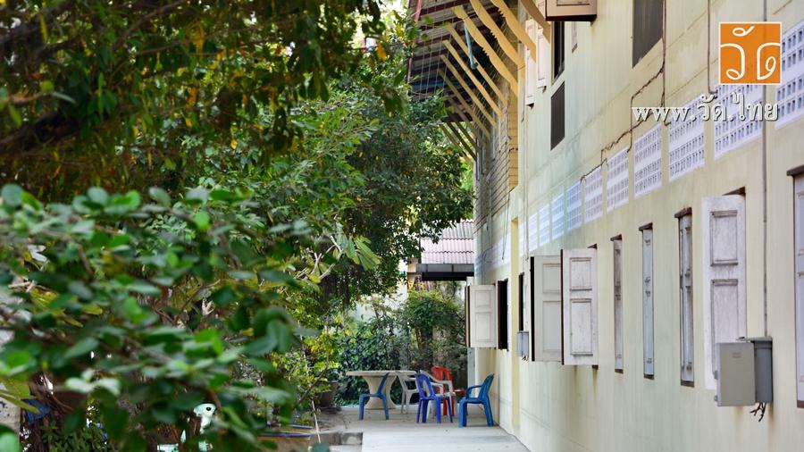 วัดบางปิ้ง (Wat Bang Ping)</strong> ตั้งอยู่เลขที่ 27 หมู่ที่ 2 ถนนเศรษฐกิจ 1 ตำบลนาดี อำเภอเมืองสมุทรสาคร จังหวัดสมุทรสาคร 74000