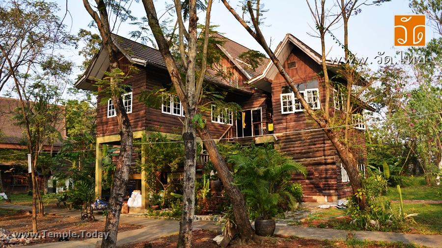 วัดป่าชัยรังสี (Wat Pa Chai Rangsi) ตั้งอยู่เลขที่ 103 หมู่ที่ 4 ตำบลบ้านเกาะ อำเภอเมืองสมุทรสาคร จังหวัดสมุทรสาคร 74000