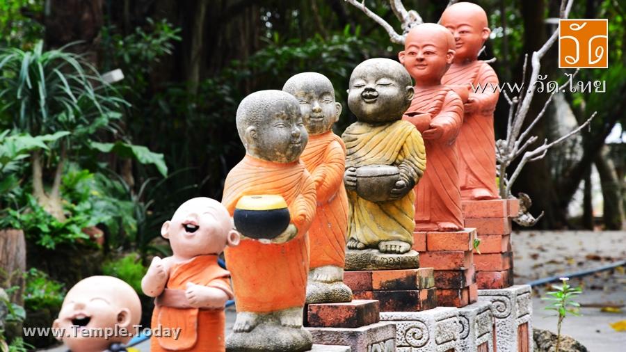 วัดศรีเมือง (Wat Si Muang) ตั้งอยู่ที่ 1/2 หมู่ 3 ตำบลท่าทราย อำเภอเมือง จังหวัดสมุทรสาคร 74000