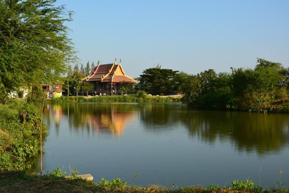 วัดเจ็ดโคก (Wat Chet Khok) ตั้งอยู่เลขที่ 141 หมู่ที่ 3 ตำบลบางหญ้าแพรก อำเภอเมืองสมุทรสาคร จังหวัดสมุทรสาคร 74000