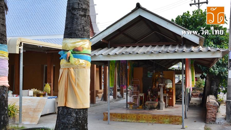 วัดนาโคก (Wat Na Khok) ตั้งอยู่เลขที่ 1 หมู่ที่ 2 ตำบลนาโคก อำเภอเมืองสมุทรสาคร จังหวัดสมุทรสาคร 74000