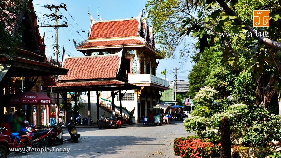 วัดป้อมแก้ว (Wat Pom Kaew) ตั้งอยู่ที่ ตำบลแม่กลอง อำเภอเมือง จังหวัดสมุทรสงคราม 75000