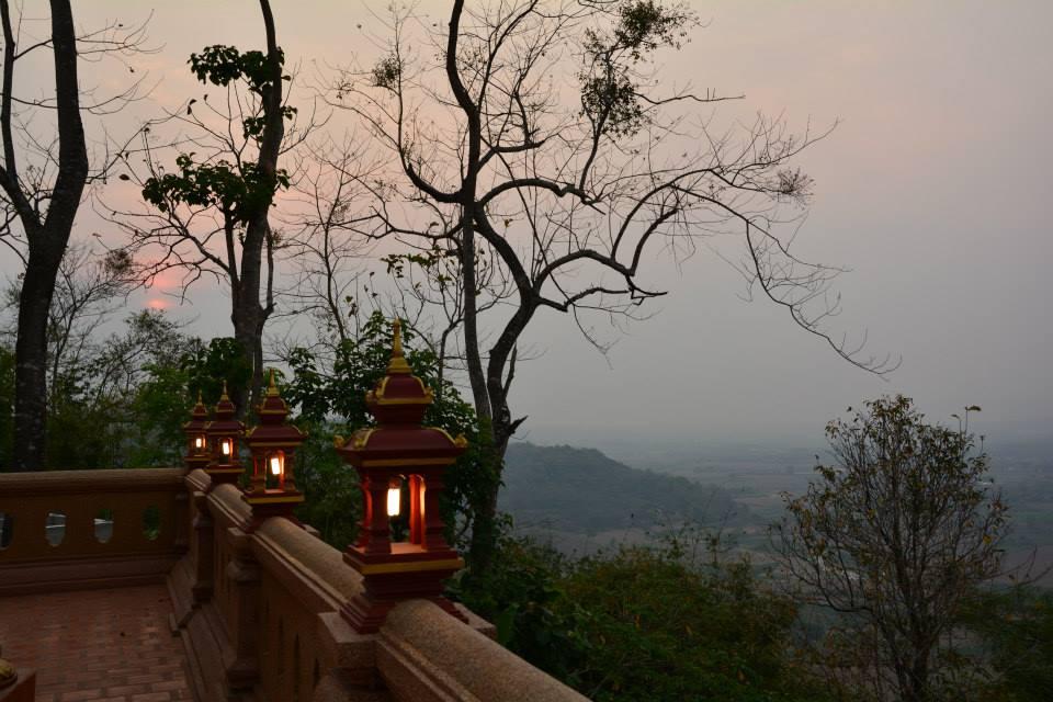 วัดพระธาตุผาเงา (Wat Phra that Pha-Ngao) ตั้งอยู่ เลขที่ 391 หมู่ 5 หมู่บ้านสบคำ ตำบลเวียง อำเภอเชียงแสน จังหวัดเชียงราย 57150