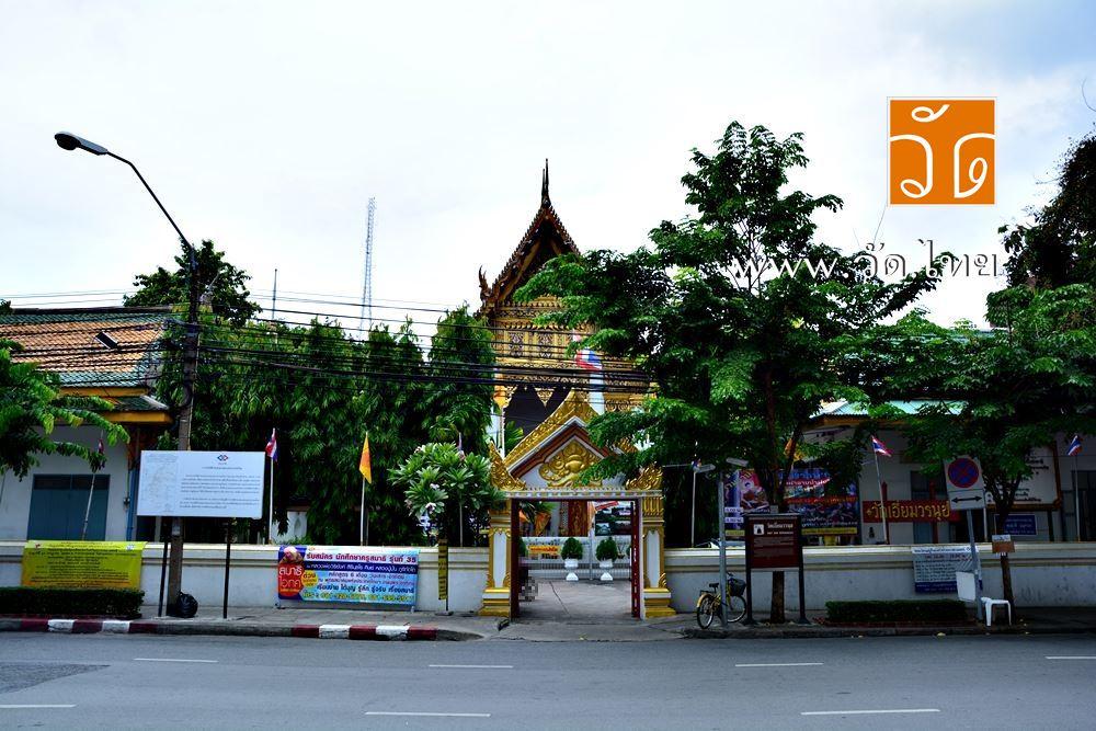 วัดเอี่ยมวรนุช (Wat Iam Woranuch) ตั้งอยู่ 178 สามเสน แขวงบ้านพานถม เขตพระนคร กรุงเทพมหานคร 10200