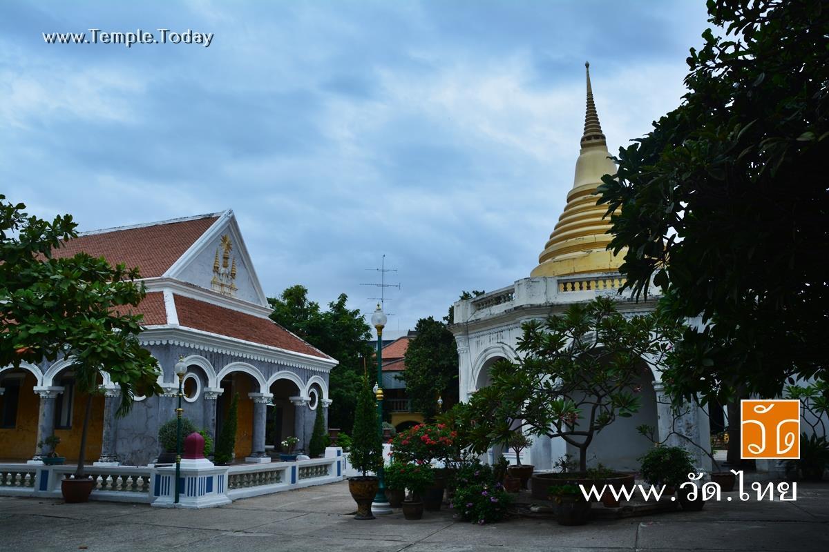 วัดศรีสุริยวงศ์ (Wat Si Suriyawong) ถนนอัมรินทร์ ตำบลหน้าเมือง อำเภอเมืองราชบุรี จังหวัดราชบุรี 70000