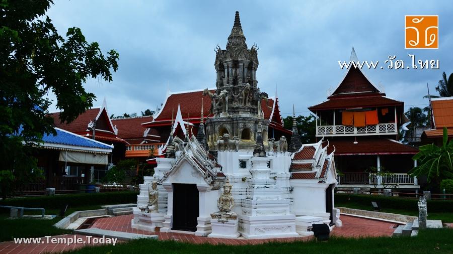 วัดพวงมาลัย (Wat Phuang Malai) ตำบลแม่กลอง อำเภอเมืองสมุทรสงคราม จังหวัดสมุทรสงคราม 75000