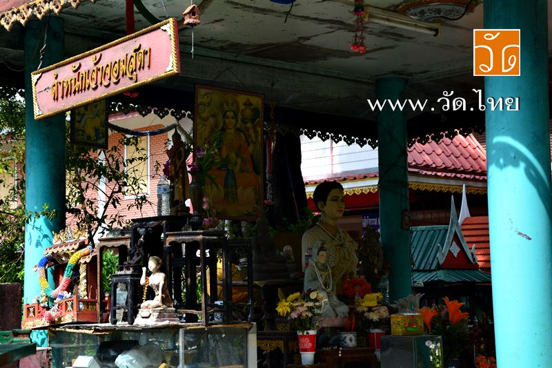 ตำหนักเจ้าจอมสุดา ณ วัดจอมสุดาราม (วัดไพรงาม) [ Wat Chomsudaram ] ถนนนครไชยศรี แขวงถนนนครไชยศรี เขตดุสิต จังหวัดกรุงเทพมหานคร 10300