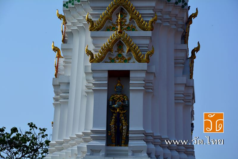 พระปรางค์เก่าแก่ก่ออิฐถือปูน สร้างขึ้นคู่กับวัดอัปสรสวรรค์ ณ วัดอัปสรสวรรค์วรวิหาร (Wat Absornsawan)