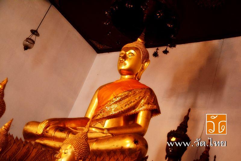 พระประธานอุโบสถ วัดราชคฤห์วรวิหาร [วัดมอญ] (Wat Rajkrueh) ตั้งอยู่เลขที่ 434 ถนนเทอดไท แขวงบางยี่เรื