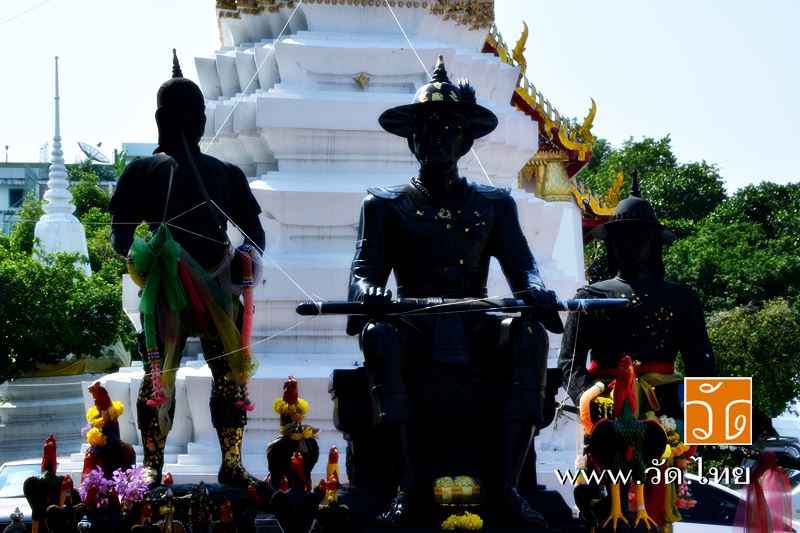 สมเด็จพระเจ้าตากสิน และ พระยาพิชัย ณ วัดราชคฤห์วรวิหาร [วัดมอญ] (Wat Rajkrueh) ตั้งอยู่เลขที่ 434 ถน