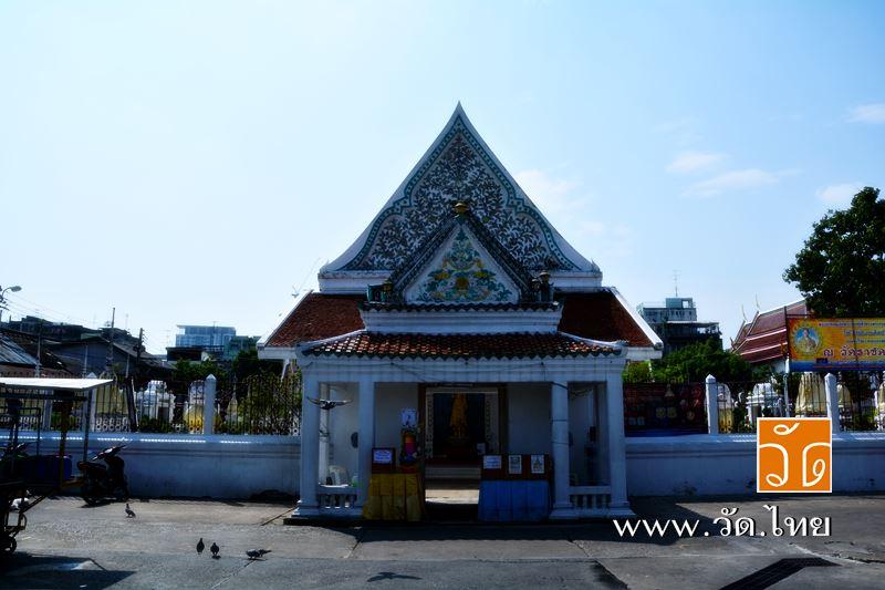 พระอุโบสถ วัดราชคฤห์วรวิหาร [วัดมอญ] (Wat Rajkrueh) ตั้งอยู่เลขที่ 434 ถนนเทอดไท แขวงบางยี่เรือ เขตธ