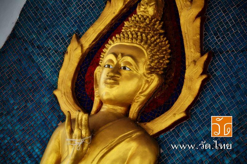 พระพุทธรูป หน้าพระอุโบสถ วัดราชคฤห์วรวิหาร [วัดมอญ] (Wat Rajkrueh) ตั้งอยู่เลขที่ 434 ถนนเทอดไท แขวง