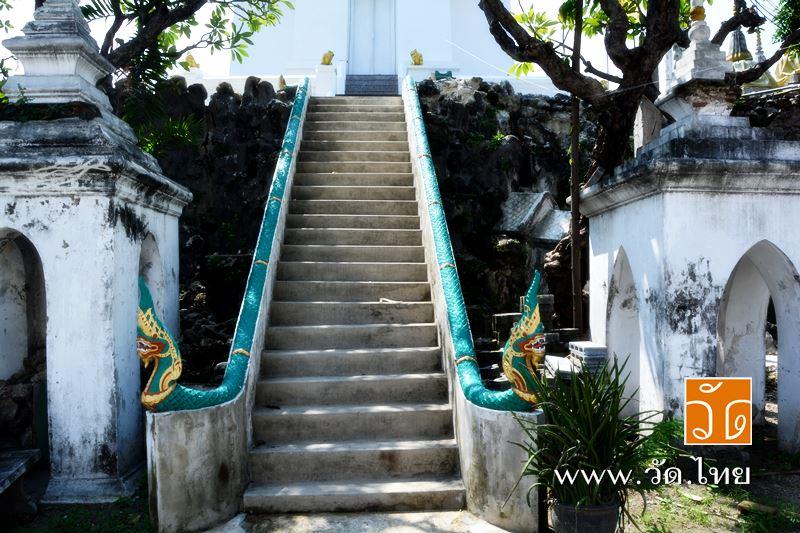 บันไดพญานาค ทางขึ้นเขามอ วัดราชคฤห์วรวิหาร [วัดมอญ] (Wat Rajkrueh) ตั้งอยู่เลขที่ 434 ถนนเทอดไท แขวง