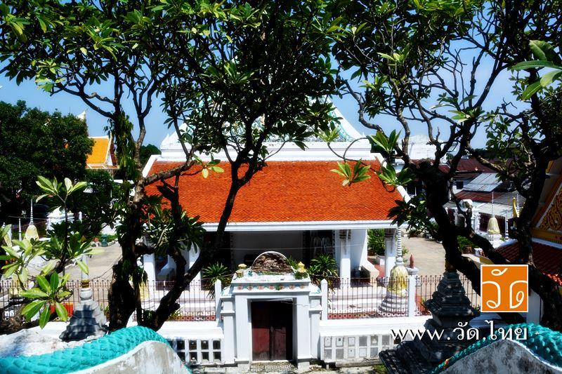 ด้านหลังพระอุโบสถ วัดราชคฤห์วรวิหาร [วัดมอญ] (Wat Rajkrueh) ตั้งอยู่เลขที่ 434 ถนนเทอดไท แขวงบางยี่เ