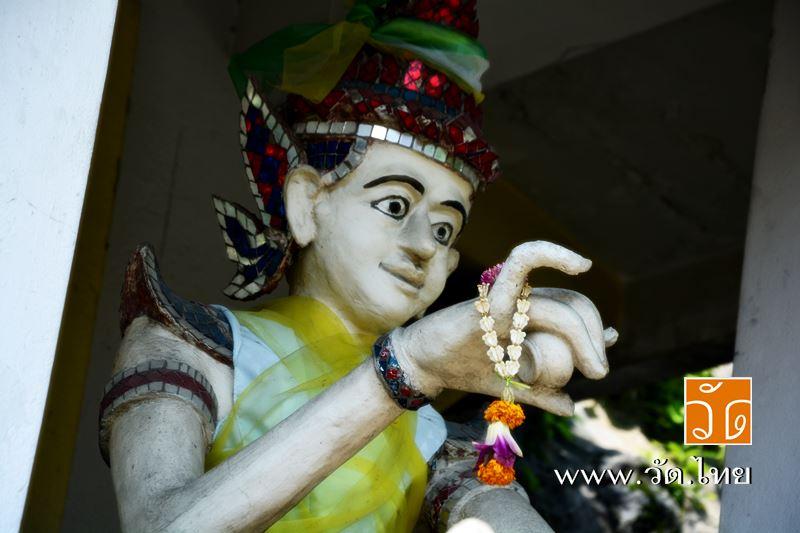 เทวดา บริเวณเชิงเขามอ วัดราชคฤห์วรวิหาร [วัดมอญ] (Wat Rajkrueh) ตั้งอยู่เลขที่ 434 ถนนเทอดไท แขวงบาง