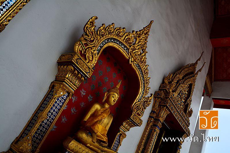 พระพุทธรูปหน้าพระอุโบสถ วัดอินทารามวรวิหาร (wat intharam) ถนนเทอดไท แขวงบางยี่เรือ เขตธนบุรี กรุงเทพ