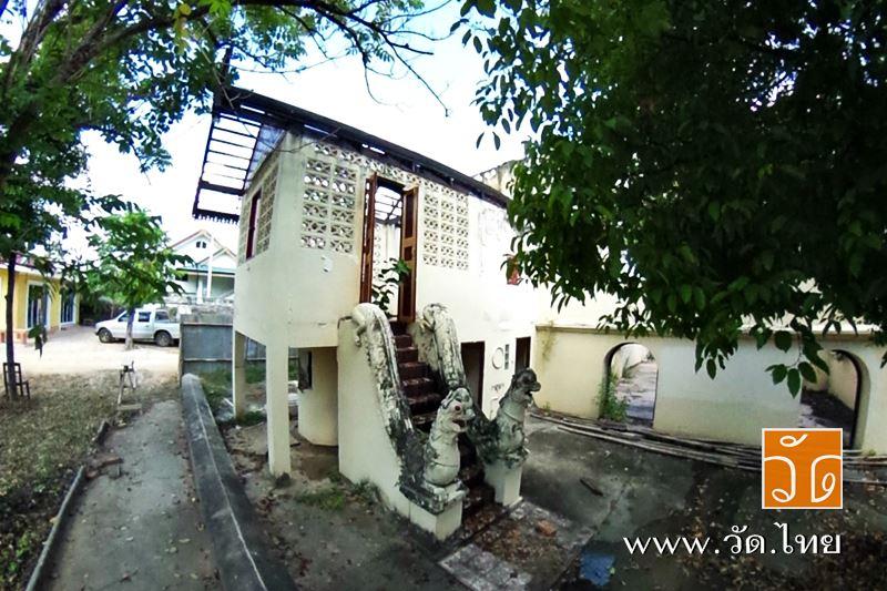 วัดศรีชุม (Wat SriChum) วัดพม่า ตั้งอยู่เลขที่ 198 ถนนทิพย์วรรณ ถนนศรีชุม-แม่ทะ บ้านศรีชุม ตำบลสวนดอ
