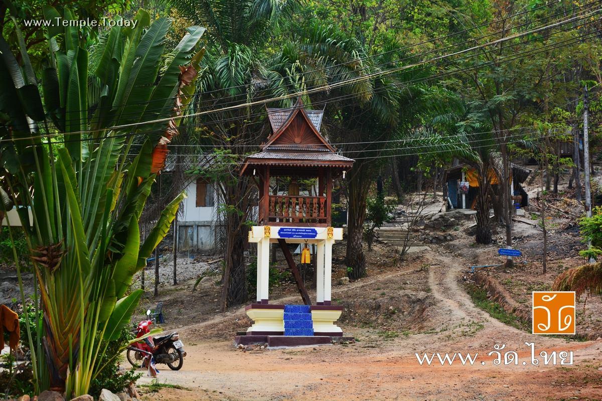 วัดถ้ำบุญนาค (Wat ThamBoonNak) ตั้งอยู่หมู่ 11 บ้านก้าวเจริญ ตำบลน้ำแวน อำเภอเชียงคำ จังหวัดพะเยา 56110