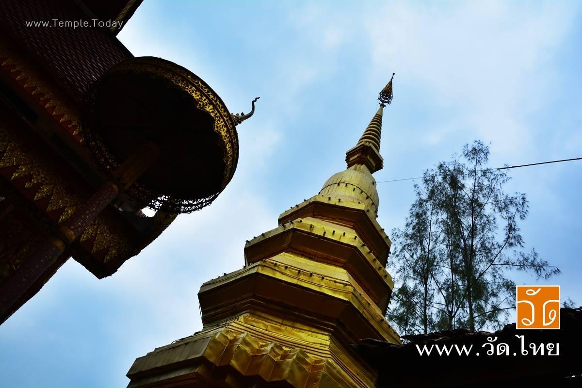 วัดพระธาตุจอมศีล (Wat Phra that Chom Sil) ตั้งอยู่ 297 หมู่ที่ 9 ตำบลบ้านถ้ำ อำเภอดอกคำใต้ จังหวัดพะเยา 56120