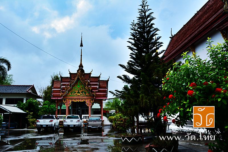 วัดไชยอาวาส (Wat Chai Awat) ตั้งอยู่เลขที่ 2 บ้านประตูเหล็ก ถนนราชวงศ์ หมู่ 1 ตำบลเวียง  อำเภอเมืองพะเยา จังหวัดพะเยา 56000