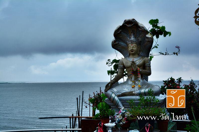 วัดติโลกอาราม [Wat Tilok Aram] (สันธาตุบวกสี่แจ่ง สันธาตุกลางน้ำ) ตั้งอยู่ กลางกว๊านพะเยา เทศบาลเมืองพะเยา ตำบลเวียง อำเภอเมืองพะเยา จังหวัดพะเยา 56000