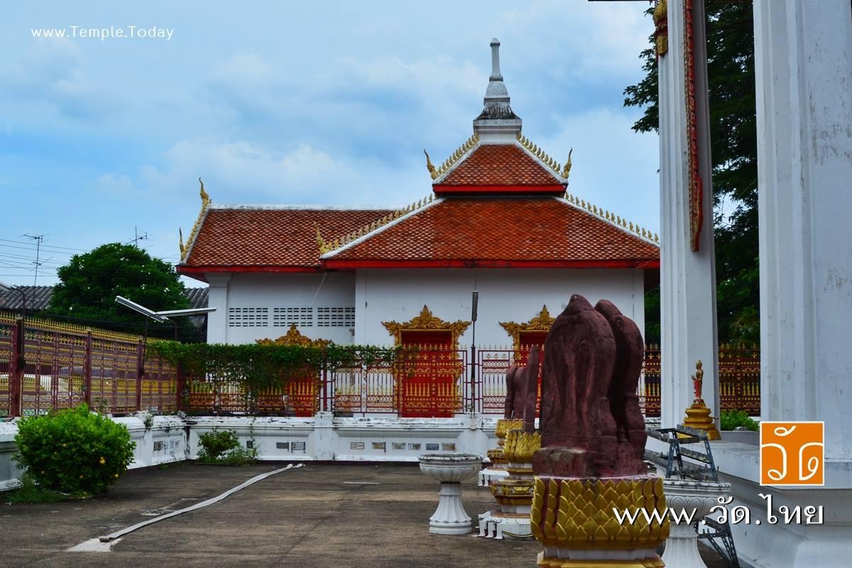 วัดครุฑ (Wat Krut) ถนนอิสรภาพ แขวงบ้านช่างหล่อ เขตบางกอกน้อย กรุงเทพมหานคร 10700