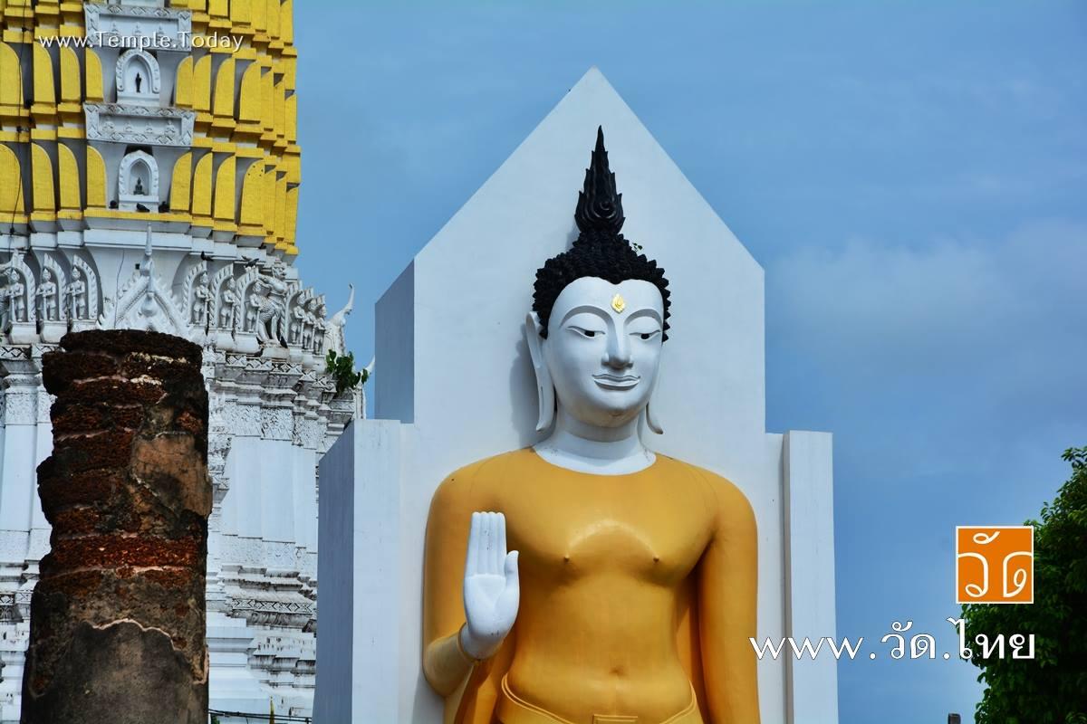 วัดพระศรีรัตนมหาธาตุวรมหาวิหาร (Wat Phra Sri Rattana Mahathat Woramahawihan) 92/3 ถนนพุทธบูชา ตำบลในเมือง อำเภอเมืองพิษณุโลก จังหวัดพิษณุโลก 65000